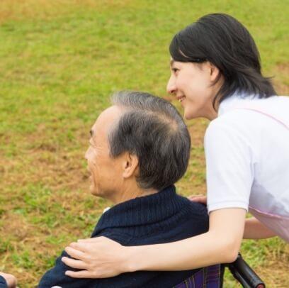 老人と女性